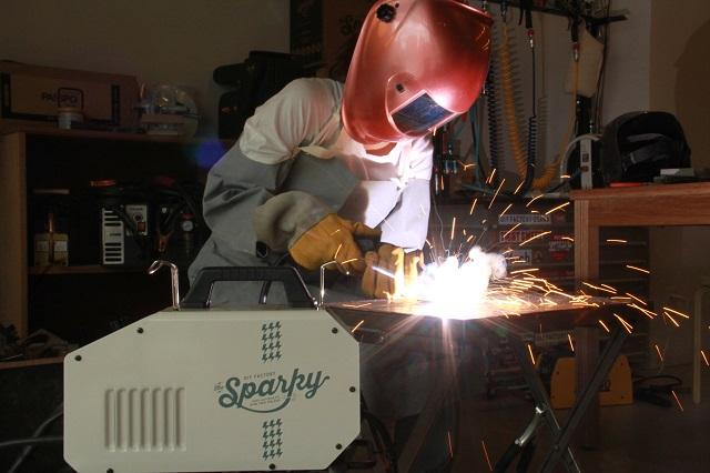 本日発売、おしゃれすぎる溶接機 DIY FACTORY sparky