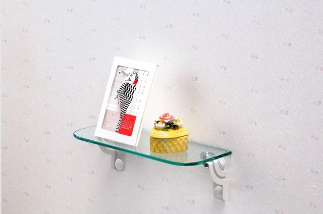 ガラス素材の取り付け棚でシンプルに! ~ケイジーワイ工業 プラスターシェルフ グラスアート