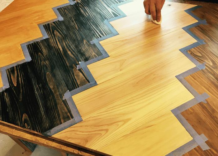 4色塗装したテーブル