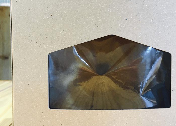 パッケージ表面の切り込み