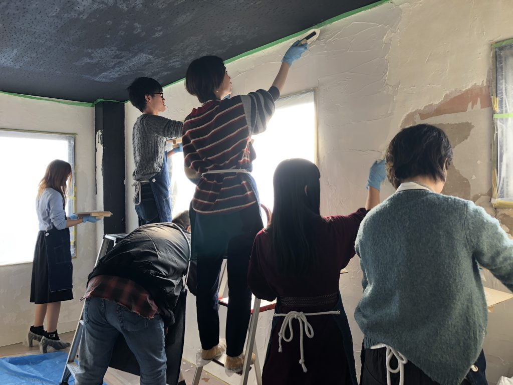 みんなで漆喰塗り★壁のDIY